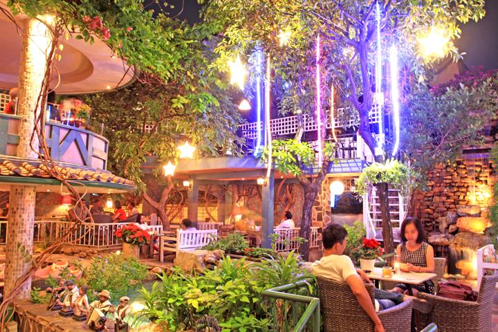 Top cà phê sân vườn đẹp tại 7 Quận TP. Hồ Chí Minh 10